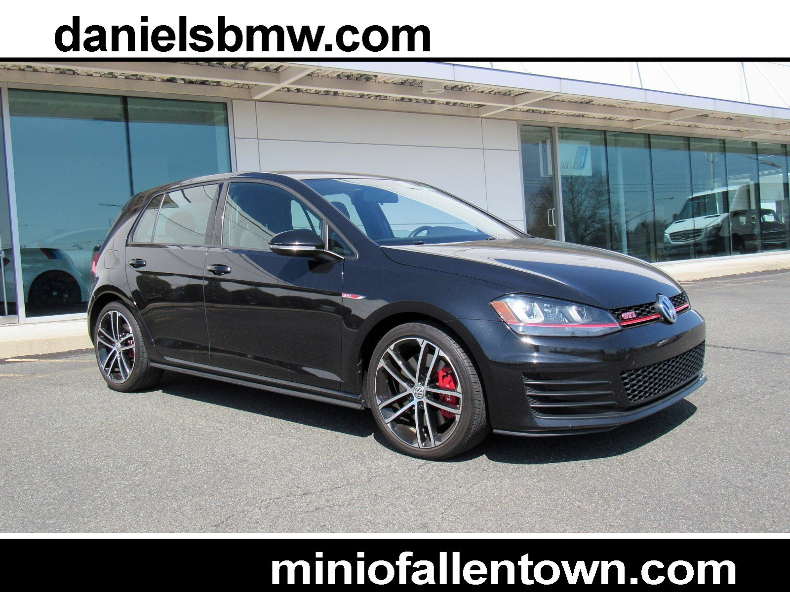 Pre-Owned 2017 Volkswagen Golf GTI SE