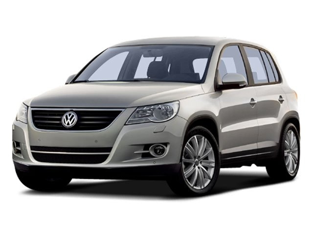 Pre-Owned 2009 Volkswagen Tiguan SE w/Leather